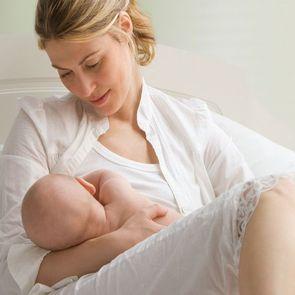 Ученые: кормление грудью ускоряет восстановление после кесарева