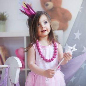 «Дочки-матери» и другие игры для развития девочки