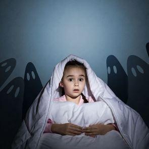 Почему Барабашка, Баба Яга и темнота — враги воспитания?