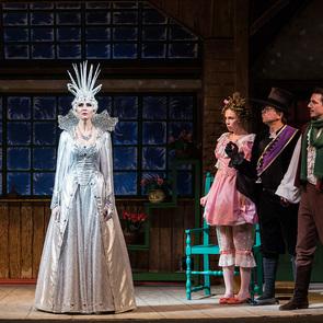 Малый театр пригласил детей в  мир театрального волшебства