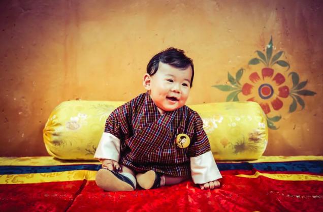 Маленький принц Бутана ни в чем не уступает принцу Джорджу
