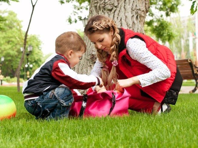 7 вещей, которые всегда должны быть в сумке мамы