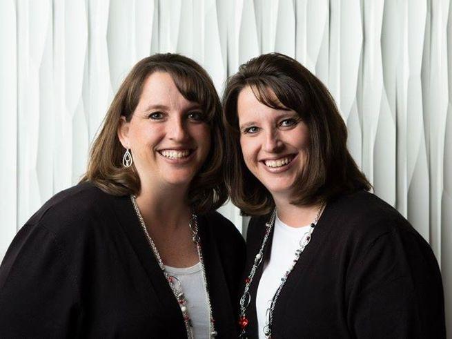 У сестёр-близняшек родились по две пары детей-близнецов