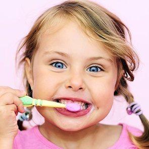 Эксперты: какая зубная паста нужна ребёнку