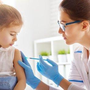 Детей без прививок не пускают в школу