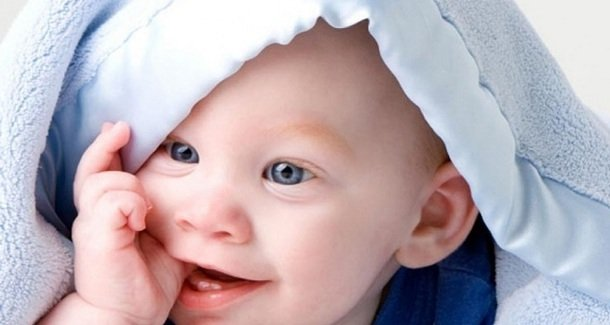 У ребёнка нарывает палец на руке – что делать?