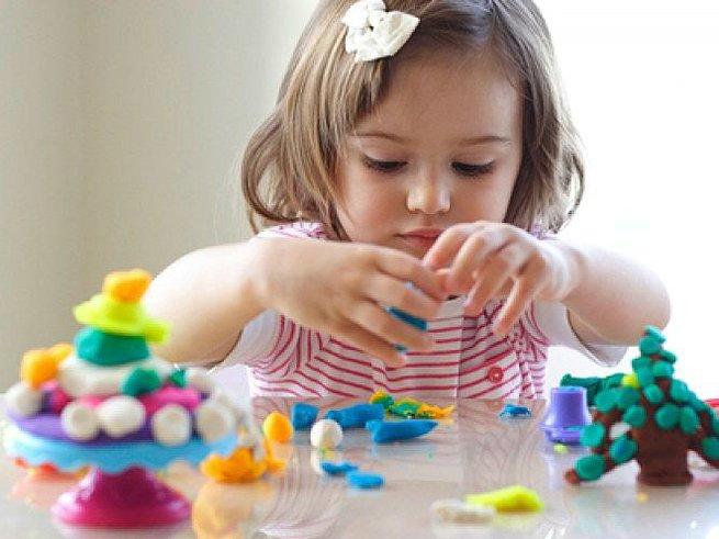 Время лепить: 7 интересных идей для занятий с ребёнком