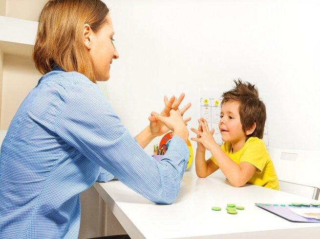 Это советы помогут при общении с ребенком аутистом