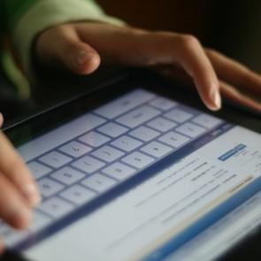 Почти 50% расставшихся  ведут слежку в соцсетях за своими бывшими партнёрами