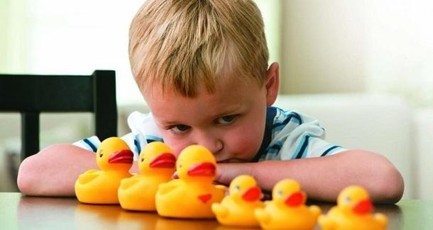 10 ранних признаков аутизма у ребёнка: как не пропустить