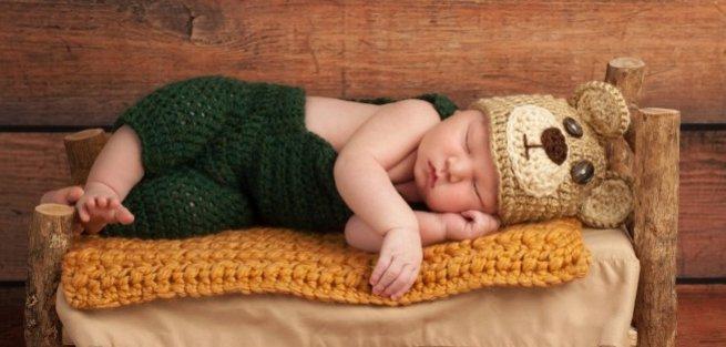 Почему новорождённый кряхтит во время кормления