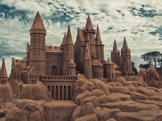В Коломенском построили дворец Спящей Красавицы из песка