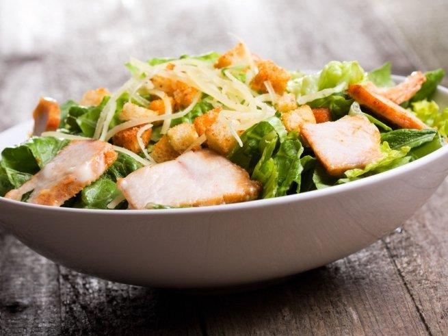 Самые интересные варианты салата «Цезарь»