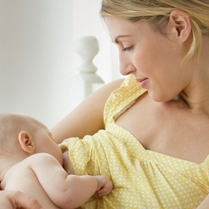 Малыш не берёт грудь: что делать?
