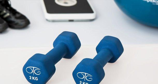 Какие есть упражнения с гантелями для мужчин и женщин