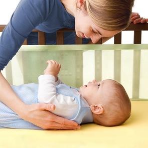 Мамин опыт: младенец должен спать отдельно!