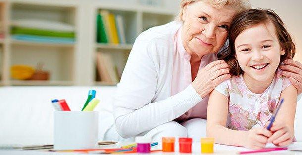 Ребёнок после школы с бабушкой: плюсы и минусы