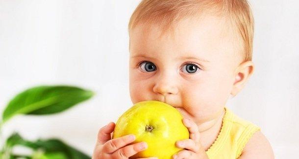 Как научить ребёнка жевать твёрдую пищу