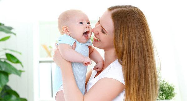 В регионы перечислили средства на выплаты при рождении первенца