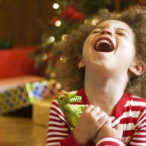 Россияне рассказали, сколько денег тратят на новогодние подарки детям