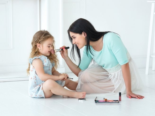 Детская декоративная косметика: нужна ли она дочке?
