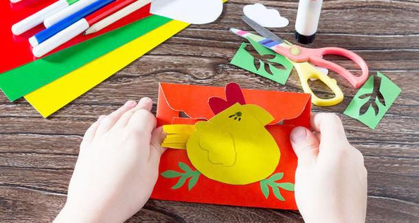 Дизайнеры нашли способ хранения детских рисунков и поделок