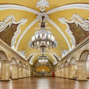 В Москве ребенок упал на рельсы в метро