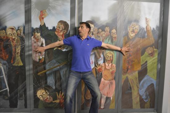 Зомби из Музея иллюзий приглашают поиграть в прятки