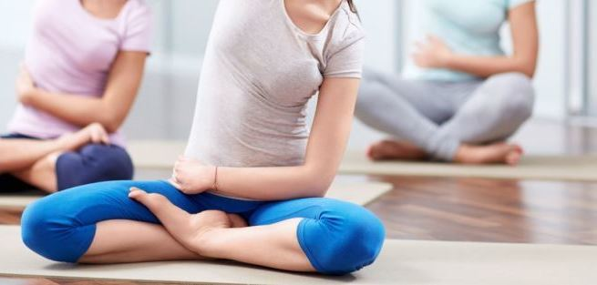Йога на первом триместре беременности: позы и противопоказания