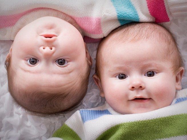 В Индии родились зубастые близнецы