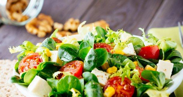 Как приготовить низкокалорийный диетический салат
