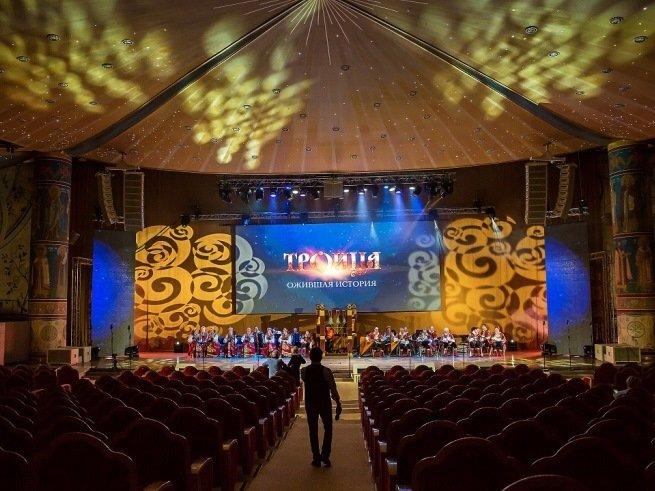 Фольклорный спектакль «Троица. Ожившая история» впервые в Москве