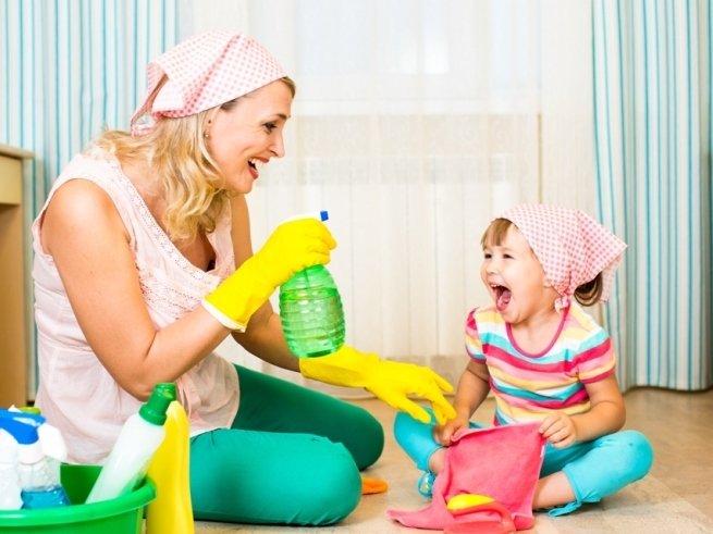 Как приучить малыша помогать по дому