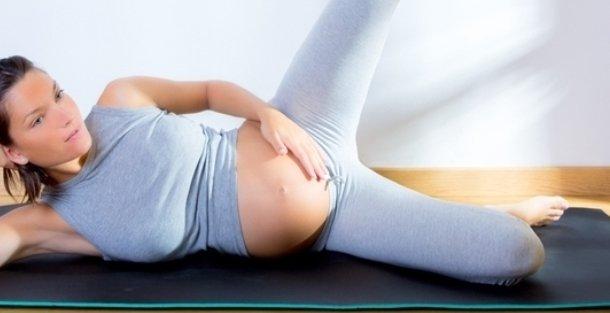 3 безопасные позы для йоги во время беременности
