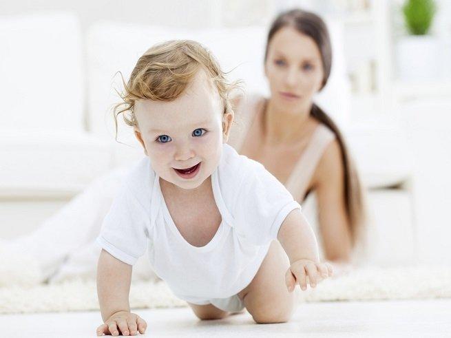 Как научить ребёнка ползать