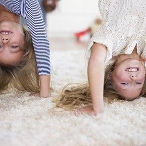 Чем заняться с ребенком дома: 4 небанальных идеи