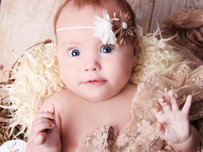 Почему ребёнок в 2 месяца часто срыгивает?