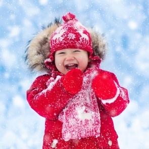 Первая зима малыша: 5 вещей, которые облегчат жизнь маме