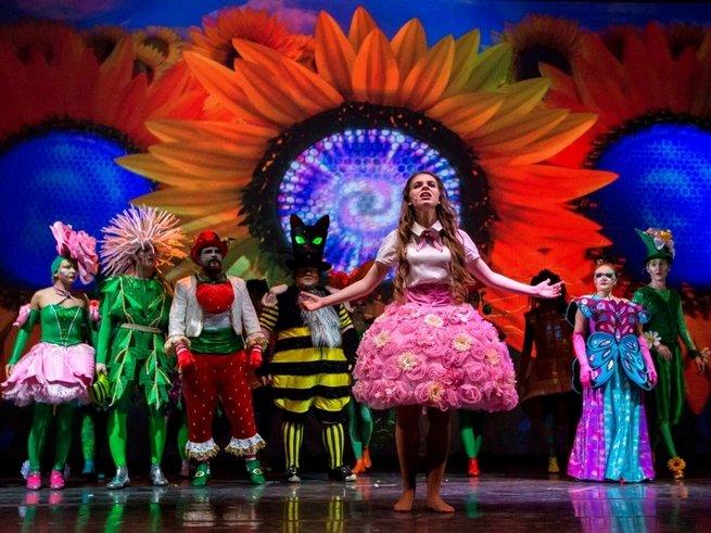Московский Мюзик-Холл приглашает на 3D-мюзикл «Алиса в стране чудес»