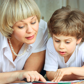 Ухаживать за детьми разрешат только профессиональным няням