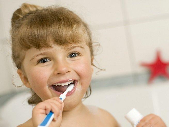 Почему у ребёнка плохо пахнет изо рта