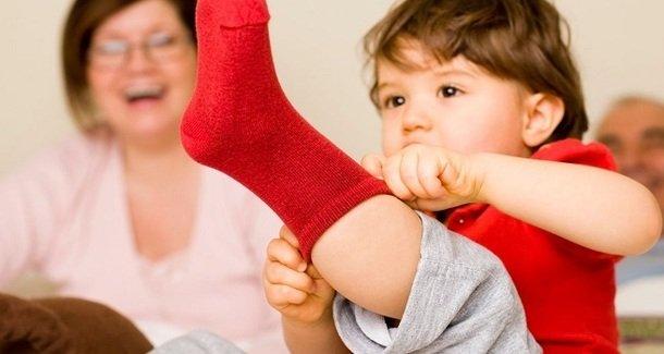 Пора взрослеть: учим ребёнка самостоятельно одеваться