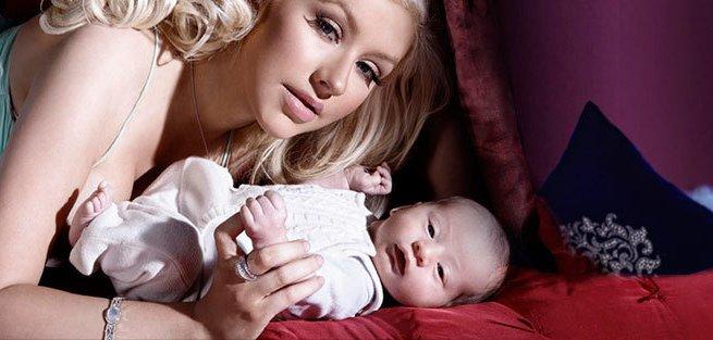 Кристина Агилера наслаждается материнством