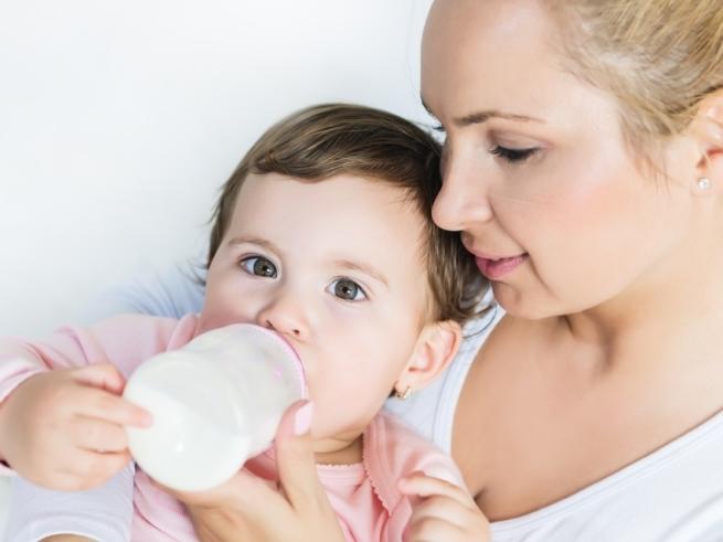 Ребёнок и бутылочка — от приучения до отучения