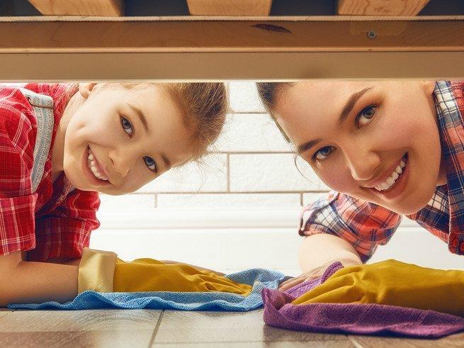 Как приучить ребенка помогать по дому?