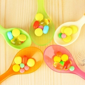 Витамины из «баночки»: стоит ли давать их ребёнку