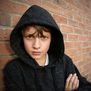 Как уберечь ребёнка от влияния улицы: честные советы родителям