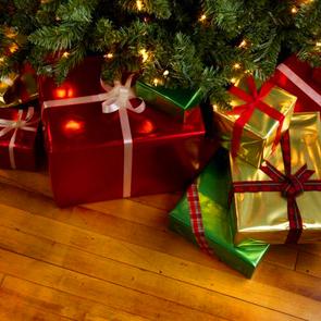 Британка приготовила сыну и дочери 300 рождественских подарков