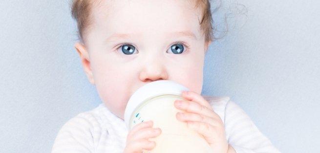 Как правильно кормить малыша смесью