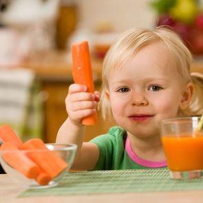 4-летняя девочка получила химический ожог от фруктового сока